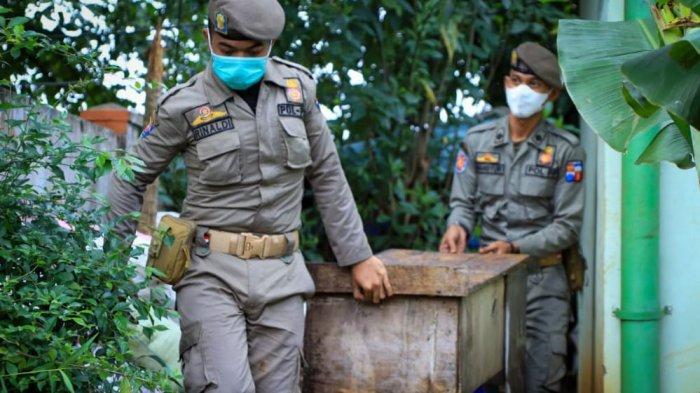 Ratusan PKL yang berjualan di Villa Bogor Indah, Kota Bogor ditertibkan petugas gabungan Satpol PP Kota dan Kabupaten Bogor, Rabu (23/6/2021)