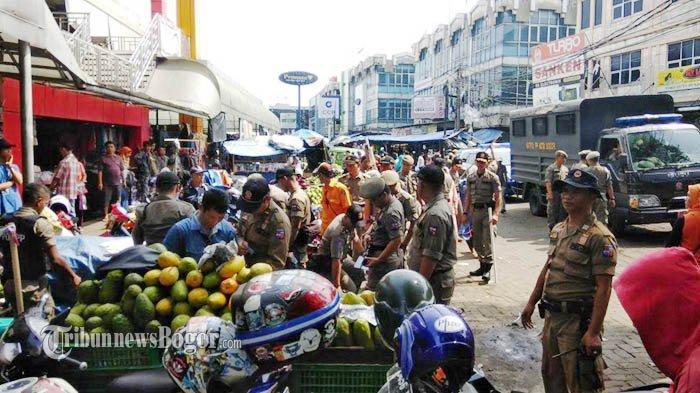 Lewati Garis Merah, Lapak PKL Pasar Kebon Kembang Ditertibkan