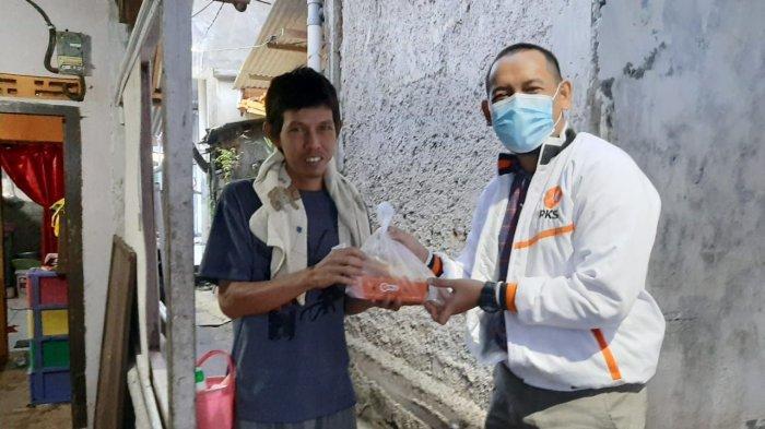 PKS Kota Bogor Bagikan Paket Makanan untuk Buka Puasa