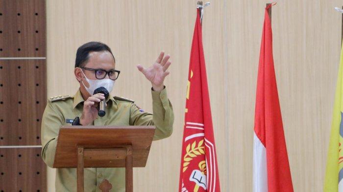 Bima Arya menghadiri pelantikan pengurus DPC Perhimpunan Mahasiswa Katolik Republik Indonesia (PMKRI) Kota Bogor di Gedung Paroki Gereja Katedral, Jalan Kapten Muslihat, Senin (15/3/2021).