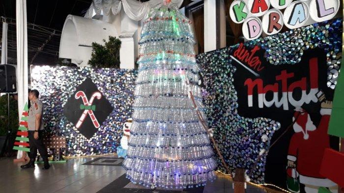 Kaum Muda Gereja Katedral Bogor Bikin Pohon Natal dari Ribuan Keping VCD dan Botol Plastik