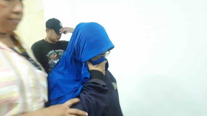 Perekam dan Penyebar Video HS yang Ancam Penggal Kepala Jokowi Tertunduk Bungkam