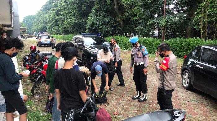 Patroli PPKM dan Pantau Pelaksanaan Ganjil Genap, Polisi Bubarkan Kerumunan Pemuda Tanpa Prokes