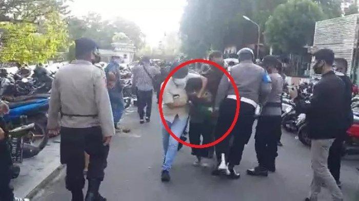 Sosok Pria Beralmamater Hijau di Video Polisi Dipukuli Polisi Saat Demo Ricuh, Benar Perwira Brimob?