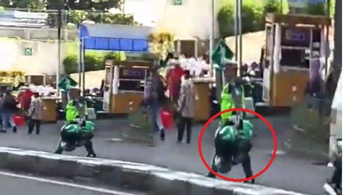Viral Video Polisi Bawa Banyak Helm Ojol di Bogor, Begini Penjelasan Kasatlantas