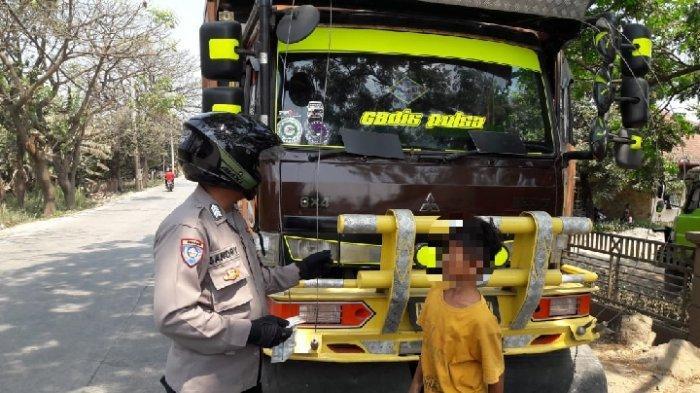 Hidup Sebatang Kara, Bocah Kecil Ini Nekat Jadi Sopir Truk Tronton di Parungpanjang