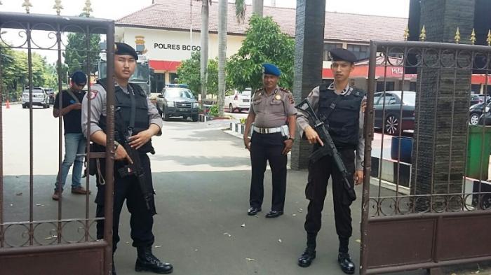 Bom Bunuh Diri di Polrestabes Medan, Personel Polres Bogor Patroli Bawa Senjata Laras Panjang