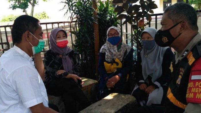 Sambangi Pemukiman Warga, Anggota Polsek Bogor Barat Ingatkan Prokes dan Antisipasi Aksi Kriminal