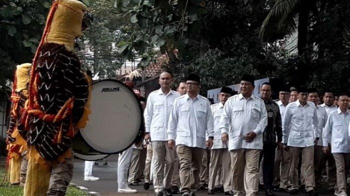 Guyonan Prabowo Soal Utang Pemilu 2019, Sindir Sandiaga Uno : Senyumnya Kecut