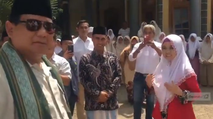 Ramai Usulan Debat Pakai Bahasa Inggris, Ini Video Prabowo Bicara Bahasa Inggris dengan Santriwati