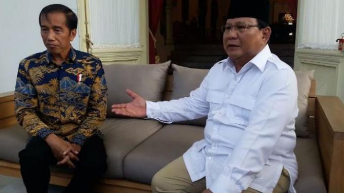 Ditanya Tentang Pidato Prabowo Soal Indonesia Bubar 2030, Jokowi Tertawa