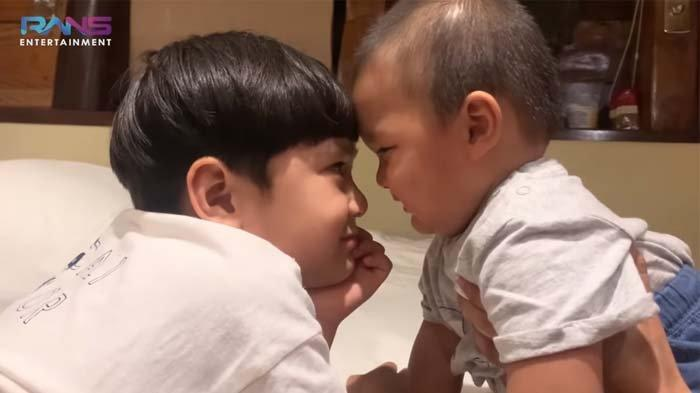 Rafathar gemas main bareng Kiano Tiger Wong