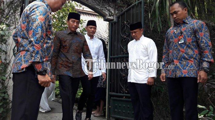 Bertakziah ke Eyang Habibah di Puri Cikeas, Presiden Jokowi Disambut Pelukan SBY