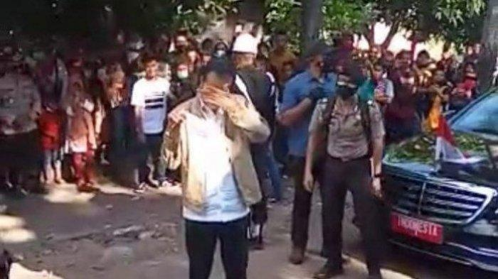 Video Presiden Jokowi Menangis saat Tinjau Bencana di NTT Viral, Sikap Ajudan Disorot