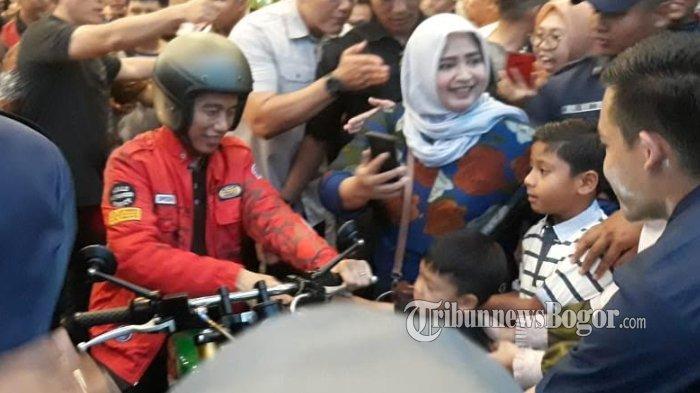 Naik Motor ke Mal, Jokowi dan Kaesang Bikin Pengunjung Botani Squere Berebut Selfie dan Salaman