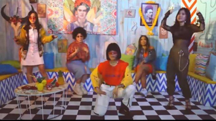 Download Lagu TikTok Pretty Real - Beauty Vlogger feat Ramengvrl, Lirik Lengkap Beserta Videonya