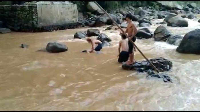 Kronologi Pria Ditemukan Mengambang di Bawah Jembatan Balaibinarum, Warga Sempat Dengar Suara