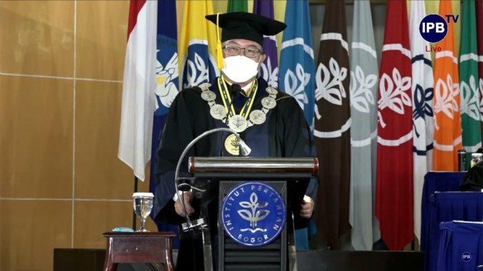 Wisuda Mahasiswa, Rektor IPB University Kutip Pepatah Ki Hajar Dewantara : Perkaya Pengetahuan
