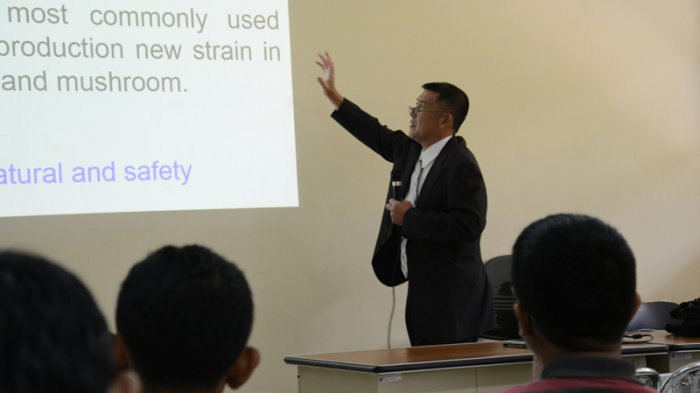 Di Depan Mahasiswa IPB, Guru Besar Universitas Tottori Jepang Jelaskan Rekayasa Reproduksi Jamur