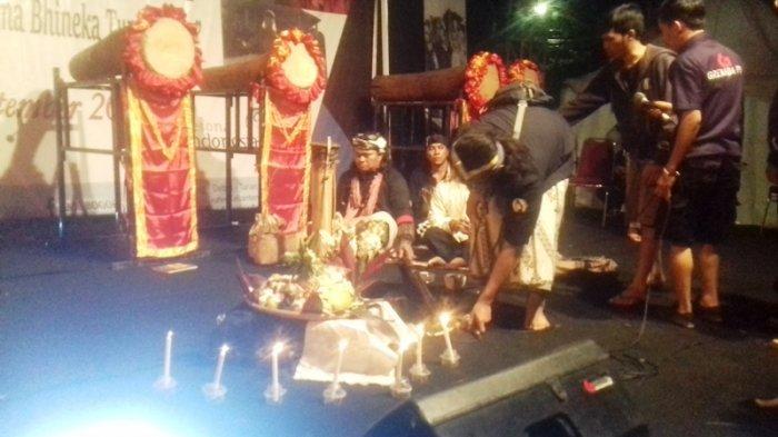 Kenalkan Budaya Leluhur, Seniman Banten Ini Lakukan Ritual