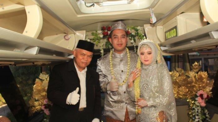 Kisah Titin Menikah di Bus Demi Hindari Kerumunan, Penghulu Dijemput, Pengantin Keliling Jalan Tol