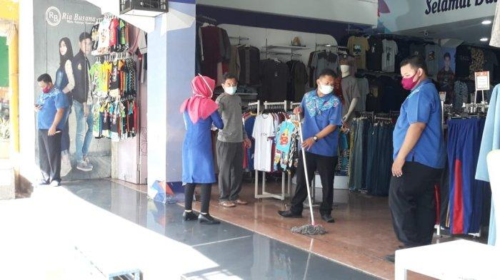 BREAKING NEWS - Toko Baju di Kota Bogor Mulai Buka Lagi, Pembeli yang Datang Dicek Suhu Tubuh