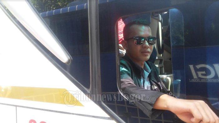 Setiap Tahun Antar Pemudik Pulang Kampung, Sopir Bus Asal Bogor Ini Berlebaran di Jalan