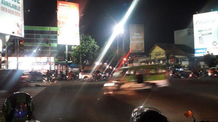 Info Lalu Lintas - Arus Kendaraan di Simpang Warung Jambu Kota Bogor Malam Ini Ramai Lancar