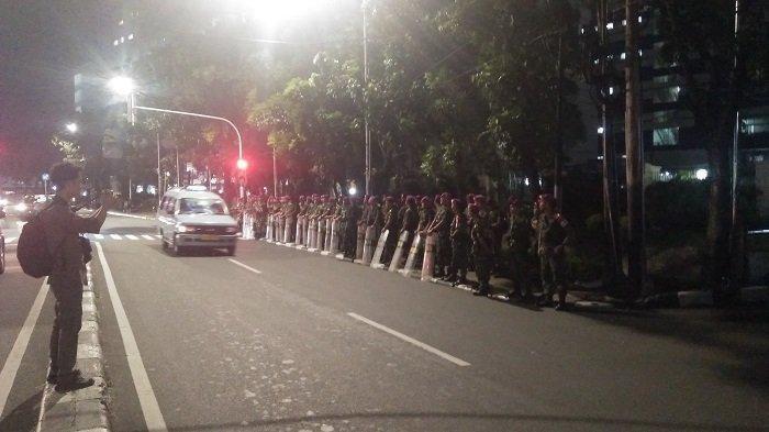 Ratusan Prajurit Marinir Bersiaga di Belakang Gedung Mahkamah Konstitusi
