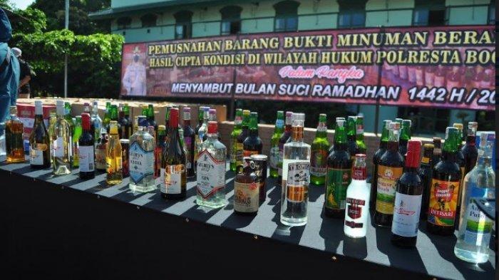 Jelang Puasa Ramadhan, Puluhan Ribu Botol Miras dari Pedagang Bogor Dimusnahkan