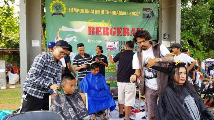 Galang Donasi Peduli Tsunami Palu dan Donggala, Puluhan Barber di Bogor Adakan Aksi Cukur Donasi