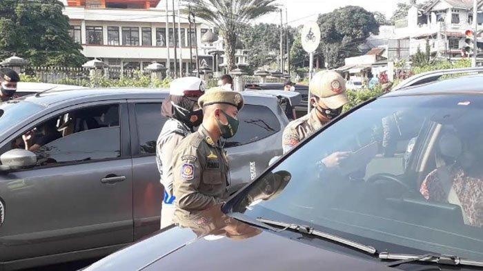Tak Bawa Surat Antigen, 800 Kendaraan yang Hendak ke Puncak Bogor Diputar Arah Petugas Gabungan