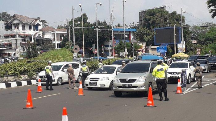 Libur Hari Lahir Pancasila Pengunjung di Puncak Bogor Disekat, 300 Kendaraan Diputar Balik Petugas