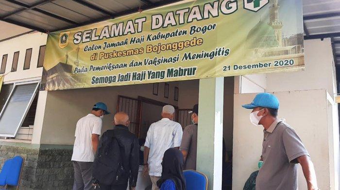 Calon Jemaah Haji Melakukan Vaksinasi di Puskesmas Bojonggede Bogor
