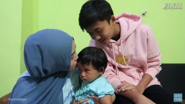 Putri Delina dan Rizwan cium bayi Lina dan Teddy