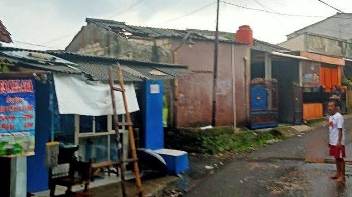 Cuaca Buruk, Atap Sejumlah Rumah Warga di Tamansari Bogor Rusak Tersapu Angin Puting Beliung