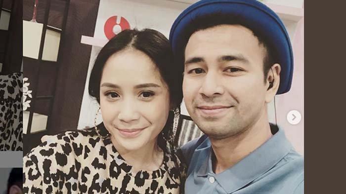 Naik MRT Bareng Raffi Ahmad dan Rafathar, Nagita Slavina Pakai Kemeja Seharga Belasan Juta
