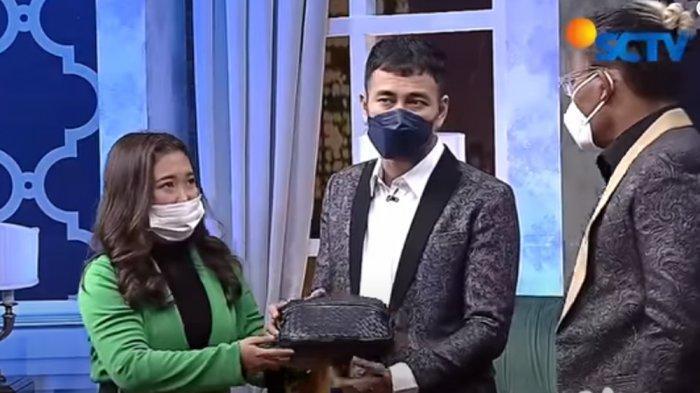 Tasnya Dibongkar Sule, Raffi Ahmad Gelagapan Sembunyikan Benda Ini dari Nagita : Jangan Bilang