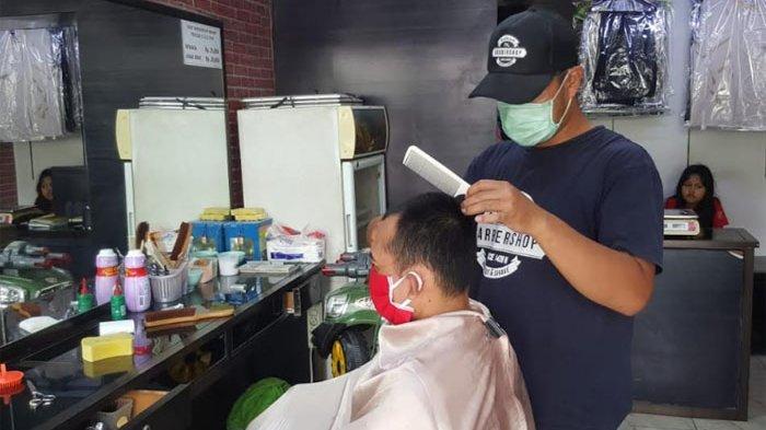 Usaha Barbershop Merana Dihantam Pandemi Covid-19, Tukang Cukur Ini Keluarkan Jurus 'Pangling'