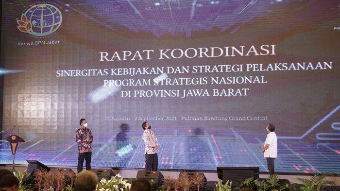 Rapat koordinasi (rakor) Sinergitas Kebijakan dan Strategi Pelaksanaan Program Strategis Nasional (PSN) Provinsi Jawa Barat yang dilangsungkan di Pullman Bandung Grand Central, Kota Bandung, Rabu (1/9/2021).