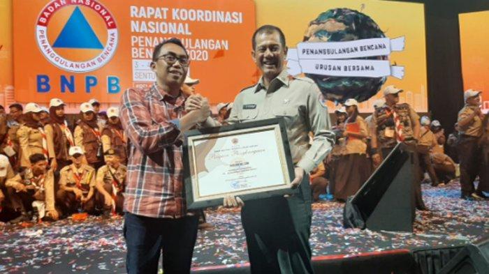 Tribunnews.com Raih Penghargaan Sebagai Media Aktif Penyerbarluasan Informasi Kebencanaan dari BNPB