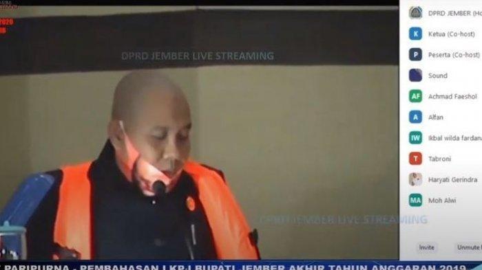 Anggota DPRD Jember Rapat Pakai Pelampung : Saya Khawatir Tenggelam
