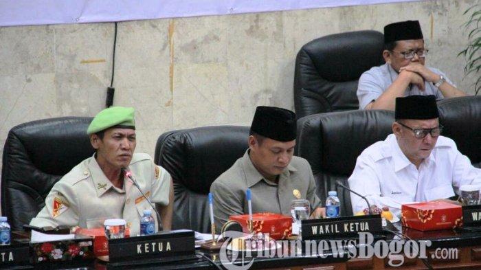 Salah Kostum Saat Pimpin Sidang Paripurna, BKD Sebut Ketua DPRD Kota Bogor Langgar Aturan