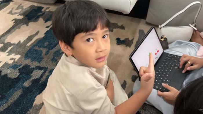 Rafathar Pede Perkenalkan Nama Calon Adiknya, Keponakan Raffi Ahmad Ungkap Keanehan Ini