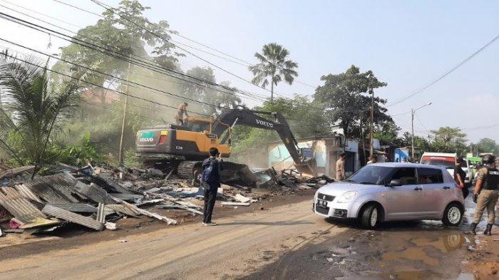 BREAKING NEWS - Satpol PP Kabupaten Bogor Robohkan Ratusan Bangunan Liar di Kawasan Salabenda