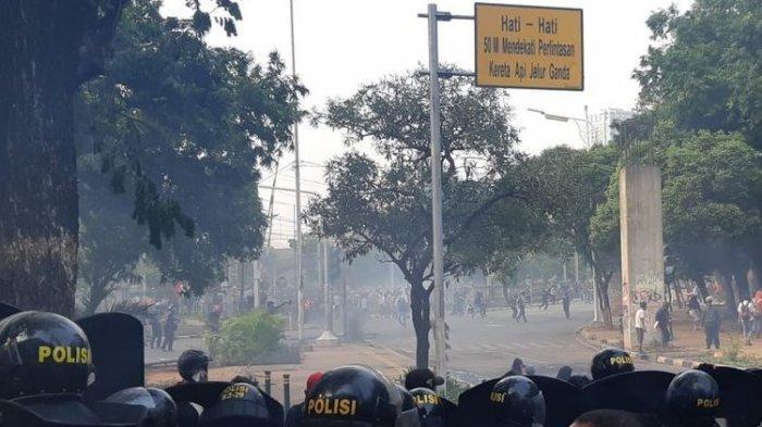 Redam Kericuhan di Palmerah, Polisi: Pelajar yang Baik Tidak Merusak dan Membakar