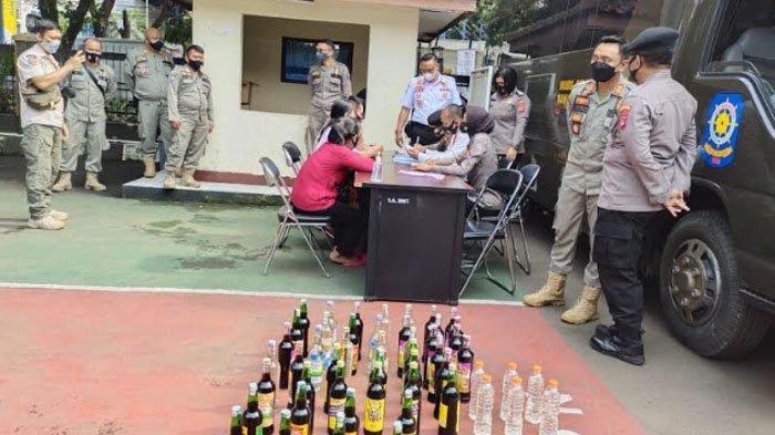 Petugas Sita Ratusan Minuman Keras, Pemilik Warung Didenda Rp 300 Ribu