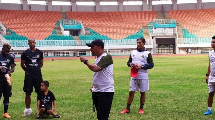 Ezechiel N'Douassel Dikabarkan Absen Perkuat Persib Bandung, PS Tira Persikabo Ogah Terlena
