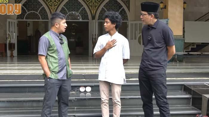 Awalnya Semua Orang Iba, Aksi Raja Bereskan Sandal Jamaah Masjid Bikin Irfan Hakim Melongo : Hah?