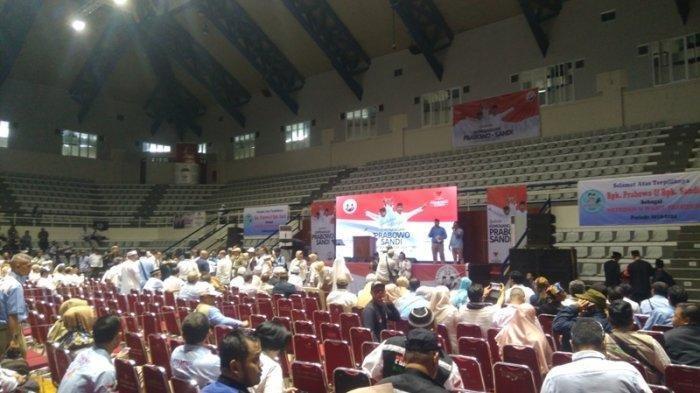 Ratusan Relawan Prabowo-Sandi Penuhi Padepokan Pencak Silat di TMII